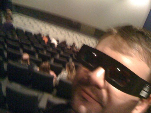 viendo una película en el Kinépolis de Madrid